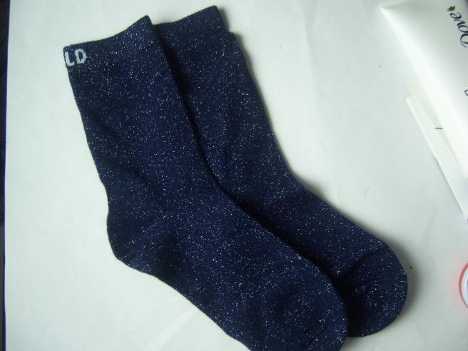 Na Blaue Glitzer-Socken natürlich! :-)